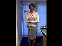 mandy tranny milf smoking holder