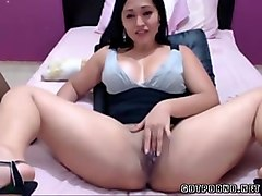 delicious colombian girlfriend shows her cunt on web cam