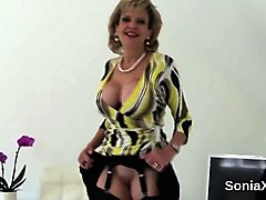 adulterous uk milf lady sonia presents her massive hooters