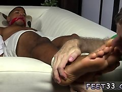 tied up hunk gets his feet licked by a mature twink
