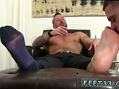 hot muscled studs with foot fetish love to suck toes