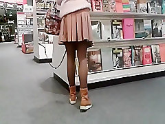 Flashing pussy in the book store