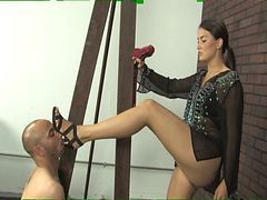 Mistress Michelle Foot Worship - Full Clip